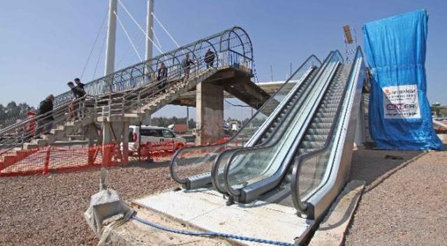 Yürüyen merdivenler sürekli bozuk
