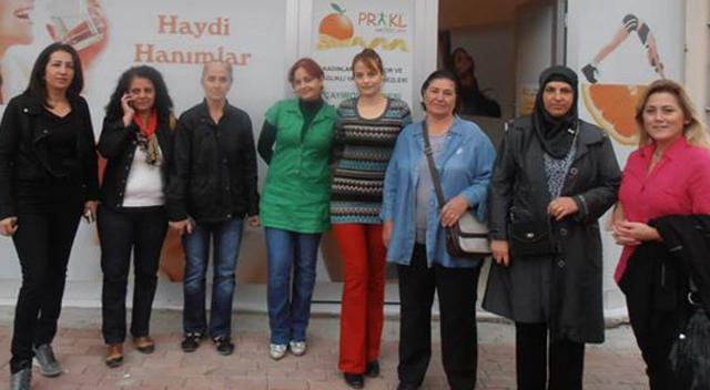 CHP'li kadınlar esnaf ziyaretlerini devam ediyor