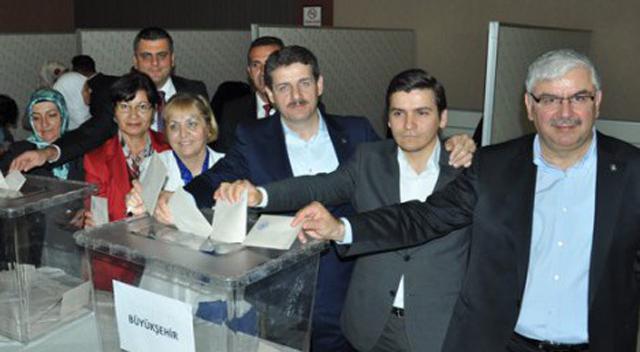 AKP'de temayül yoklaması yapıldı