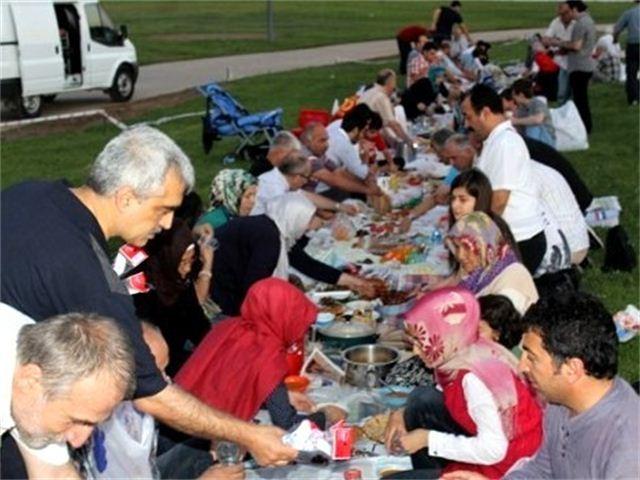 Antikapitalist Müslümanlar Kocaeli'nde iftar açtı