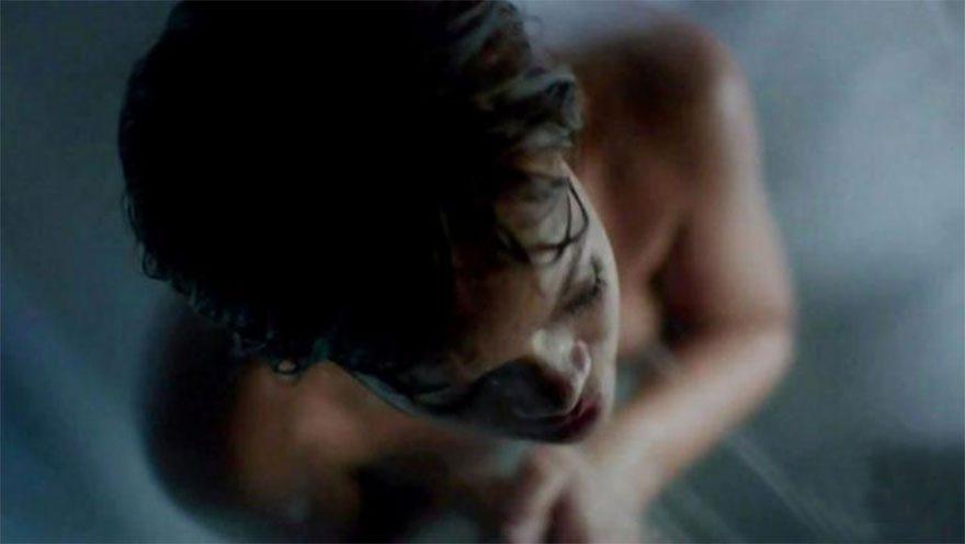Rihanna duşa girdi