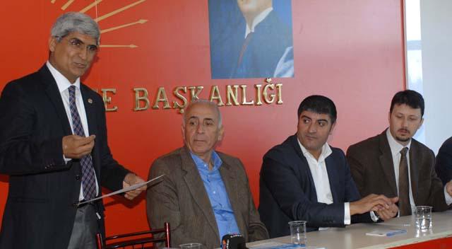 """""""CHP barış sürecine katkı sunuyor, AKP engelliyor"""""""