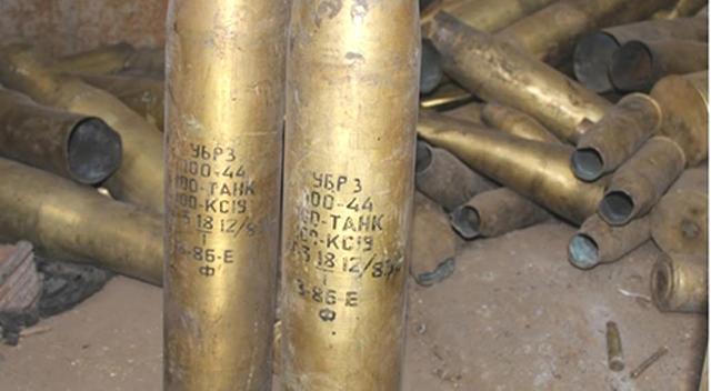 Tank ve top mermi kovanları ele geçirildi