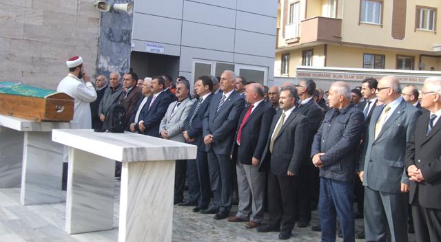 Cahit Peneklioğlu'nun annesi son yolcuğuna uğurlandı