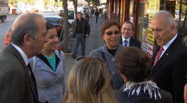 Hamşioğlu, sokak sokak geziyor