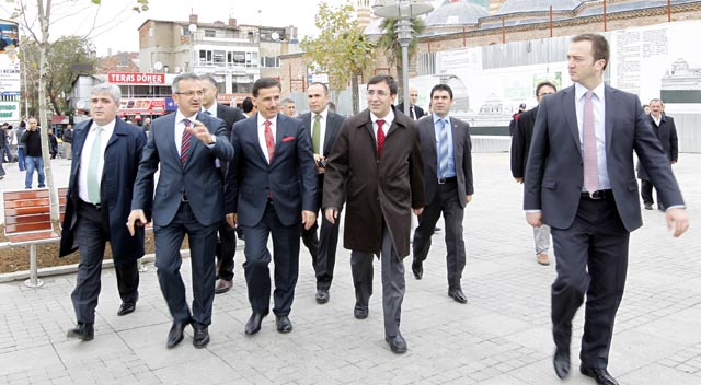 Bakan Ergün, Körfez Köprüsü inşaatını gezdi