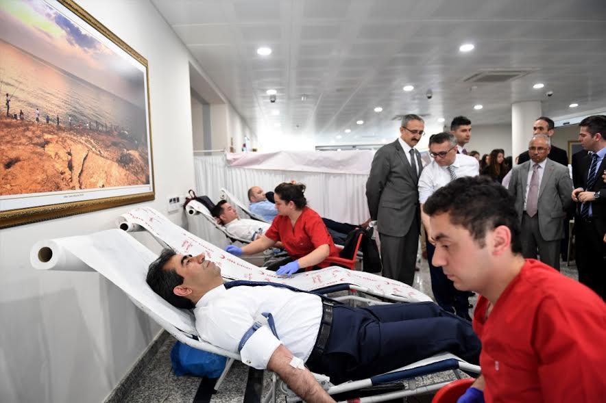Vali Güzeloğlu kan verdi
