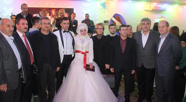 AKP'liler Temcilcilerini mutlu gününde yalnız bırakmadı