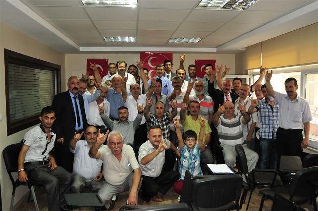 'AKP'liler dini siyasete alet ediyor'