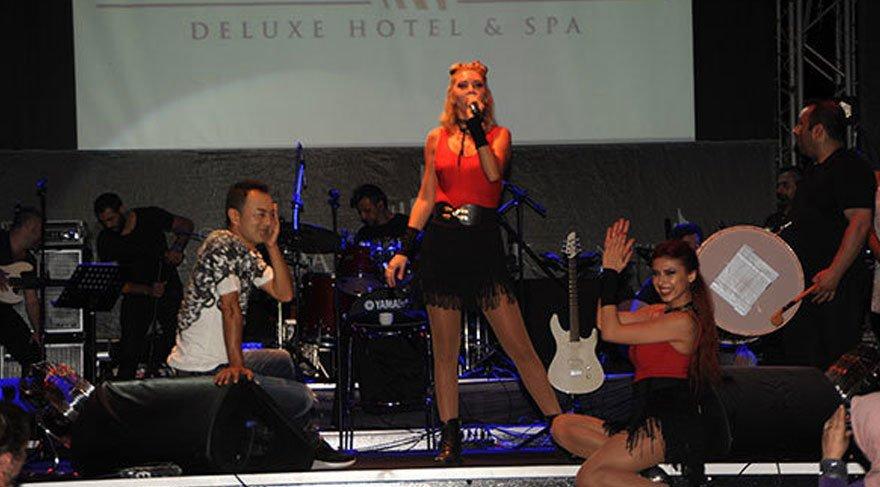 Serdar Ortaç MS hastalığı nedeniyle sahnede zor anlar yaşadı!
