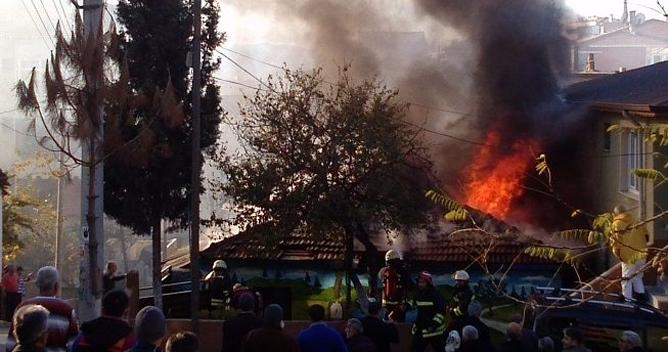 Yenimahalle'de yangın