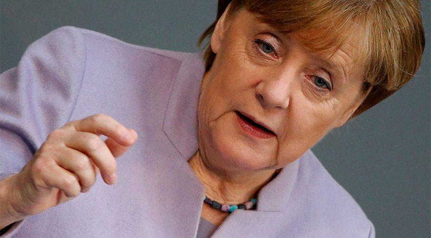 Merkel'den şimdi de Akhanlı çıkışı