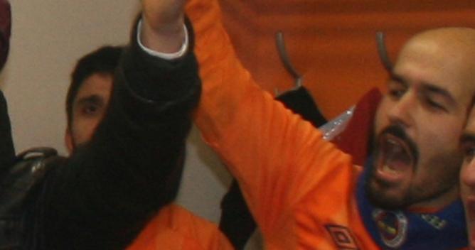 Mehmet Yılmaz sazı eline aldı