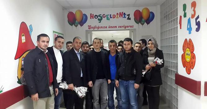 AKP'li gençlerden hastalara ziyaret