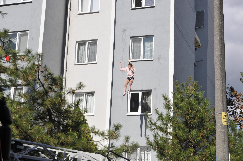 4'ncü  kattan  atladı!