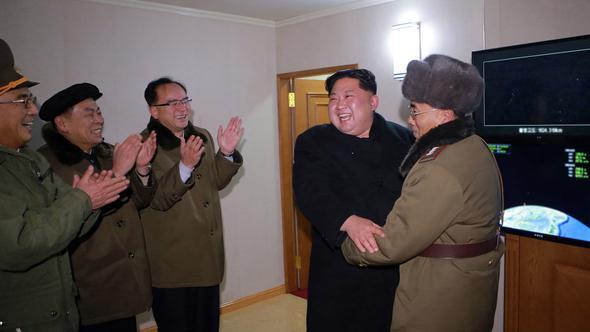 Kim Jong-un füze denemesi sırasında böyle kahkaha atmış!