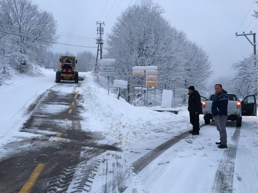 Ekipler karla mücadele ediyor