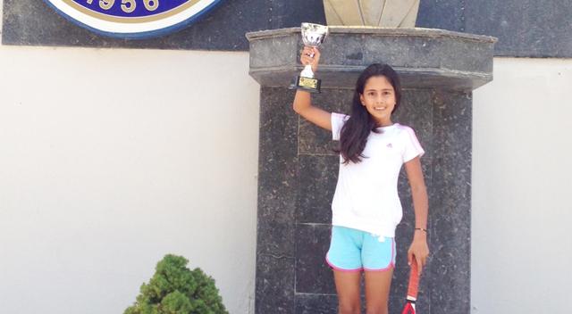 Teniste bir yıldız doğuyor; GEBZE'Lİ İDİL'İN BÜYÜK BAŞARISI