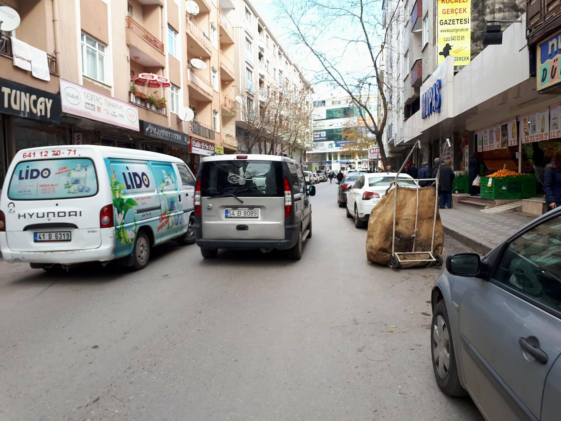 Ali Rıza Efendi Caddesi 'de geçit vermiyor!