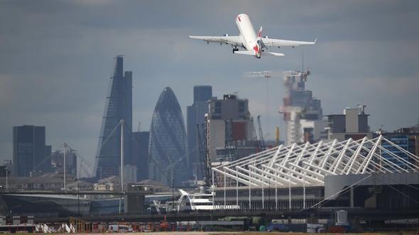 Londra'daki City Havalimanı 2. Dünya Savaşı'ndan kalma bomba nedeniyle kapatıldı