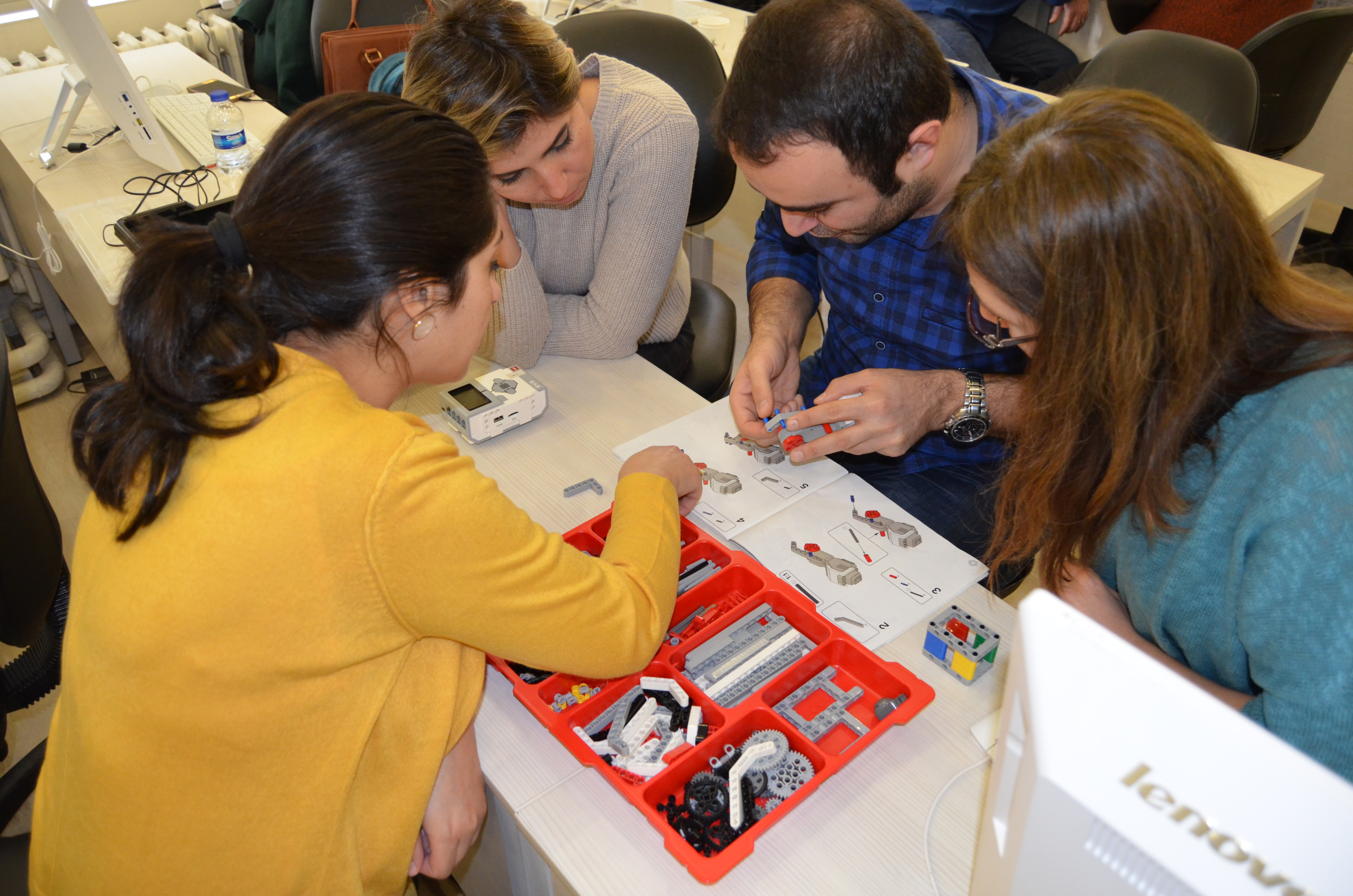 Öğretmenlere robotik eğitimi