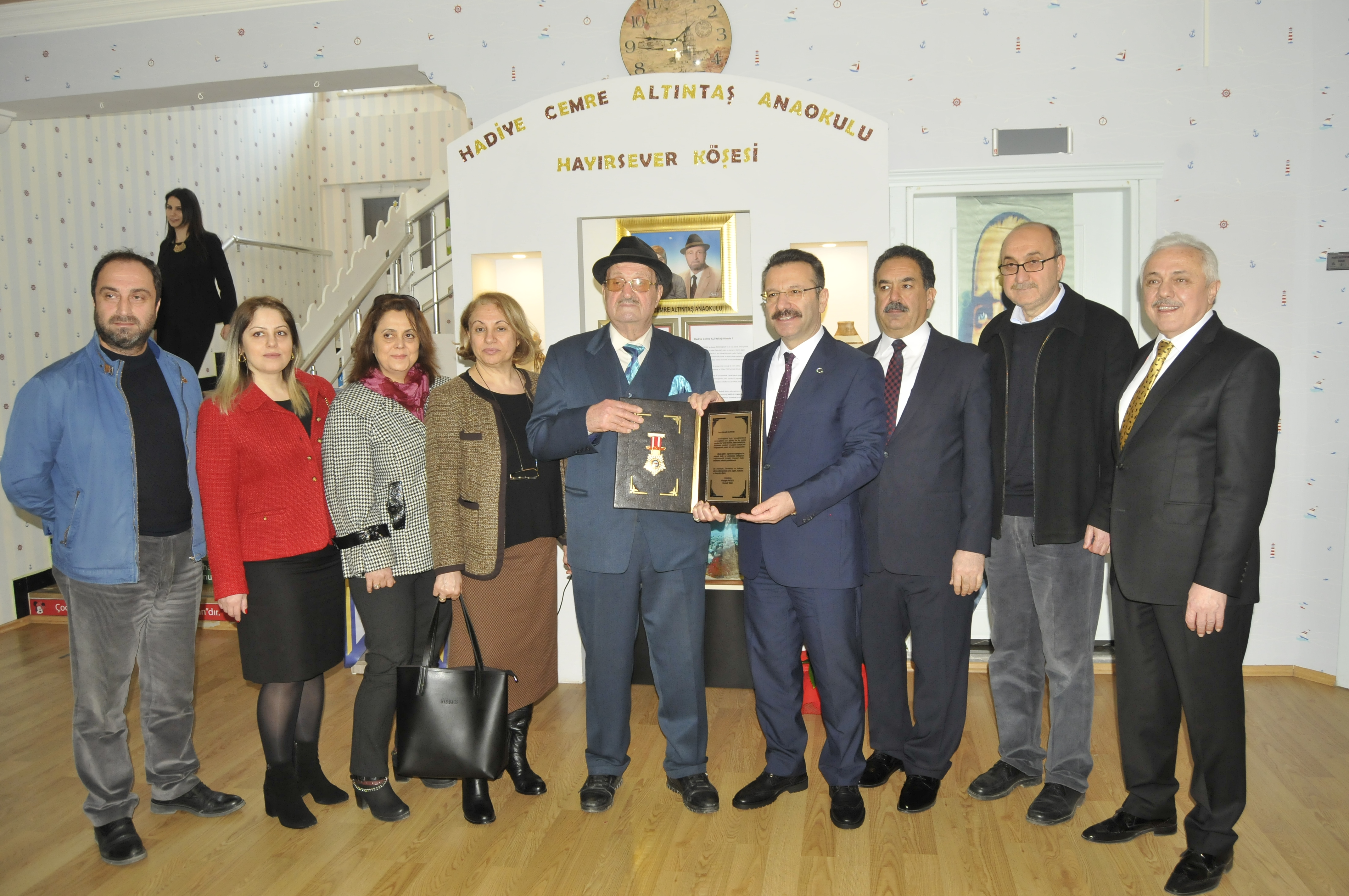 Vali Aksoy'dan Altıntaş'a teşekkür plaketi