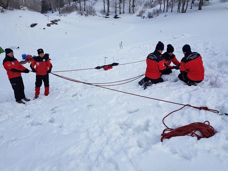 İtfaiyeden karda arama kurtarma tatbikatı