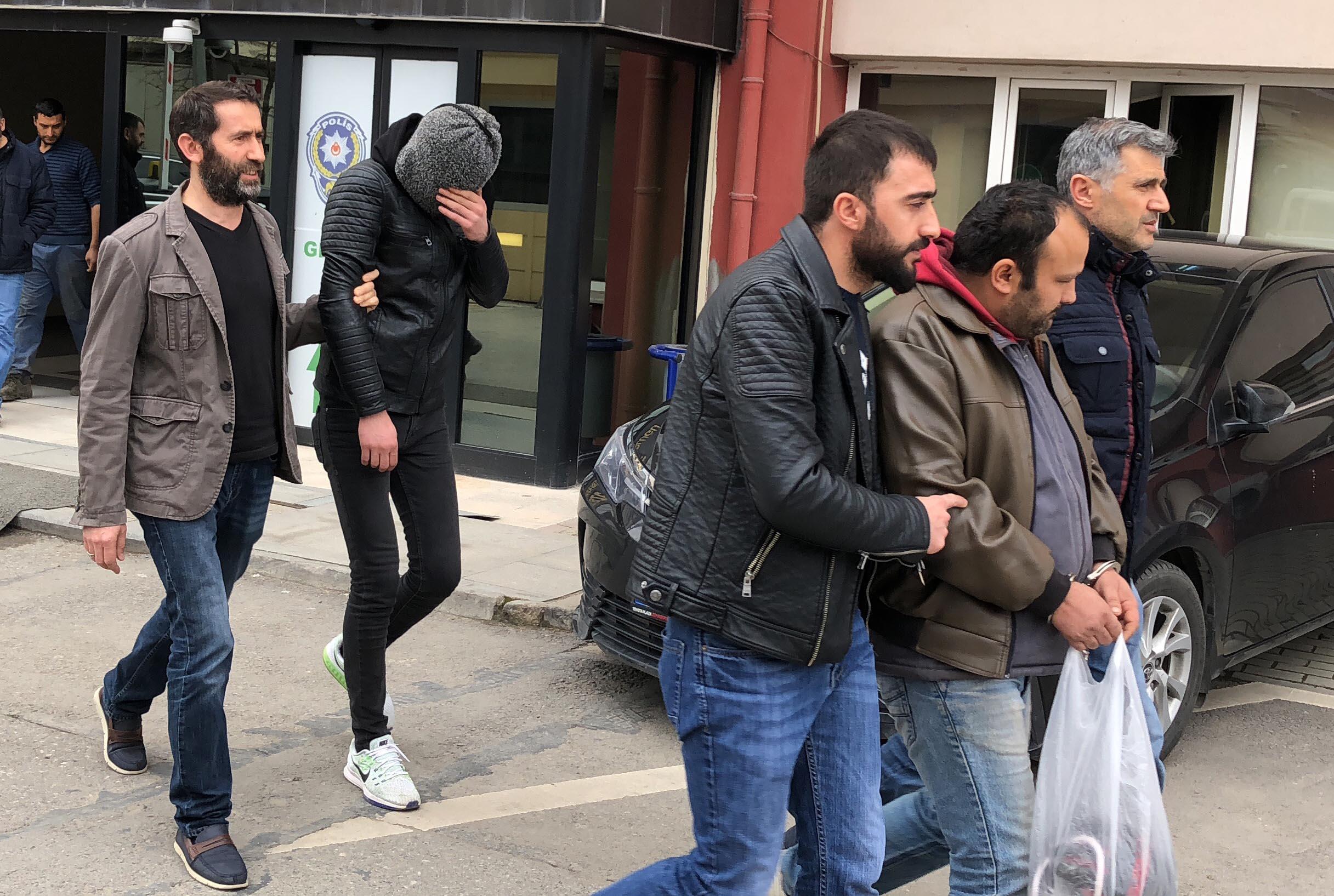 95 akü çalan hırsızlar yakalandı