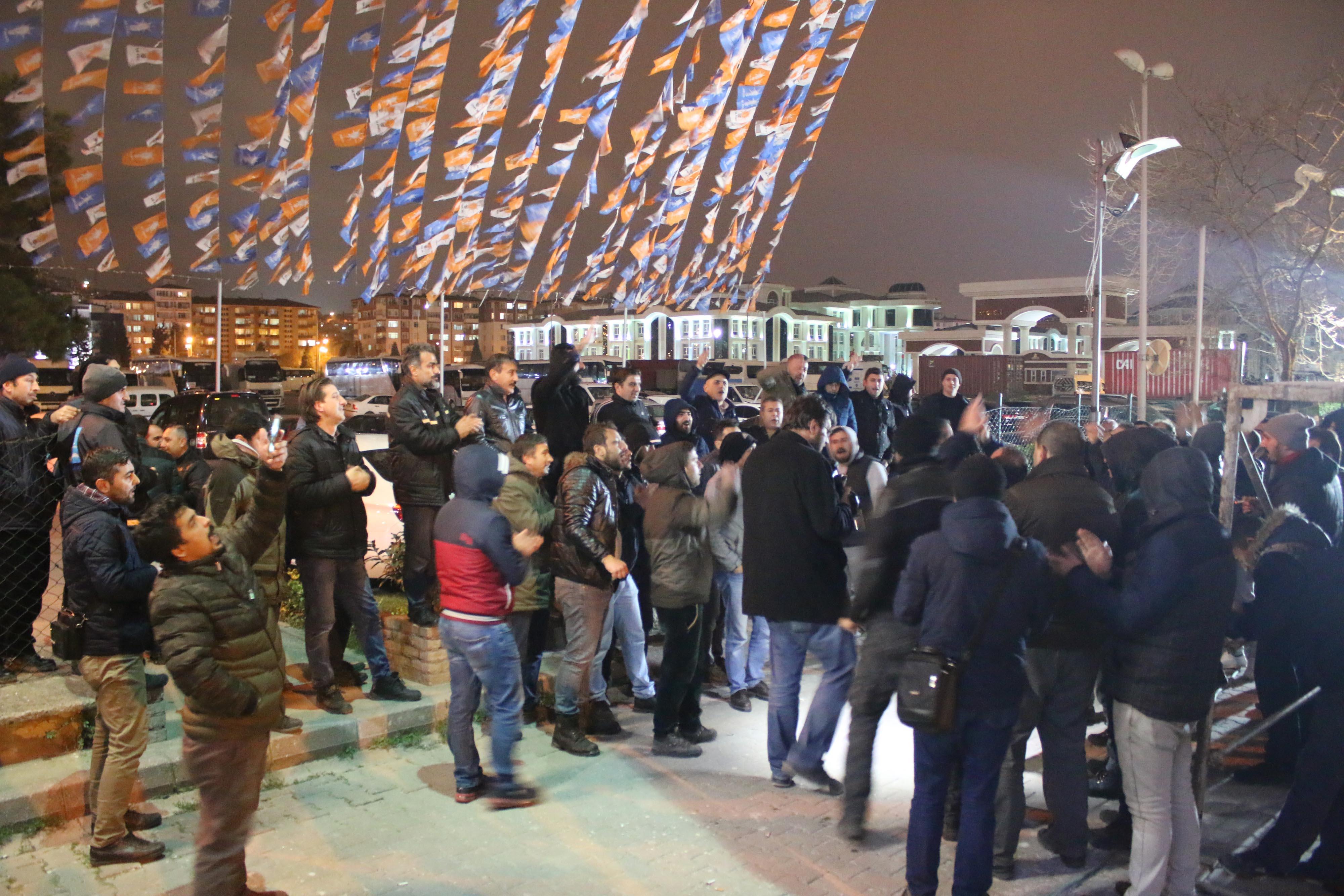 AK Parti İl binası önünde eylem