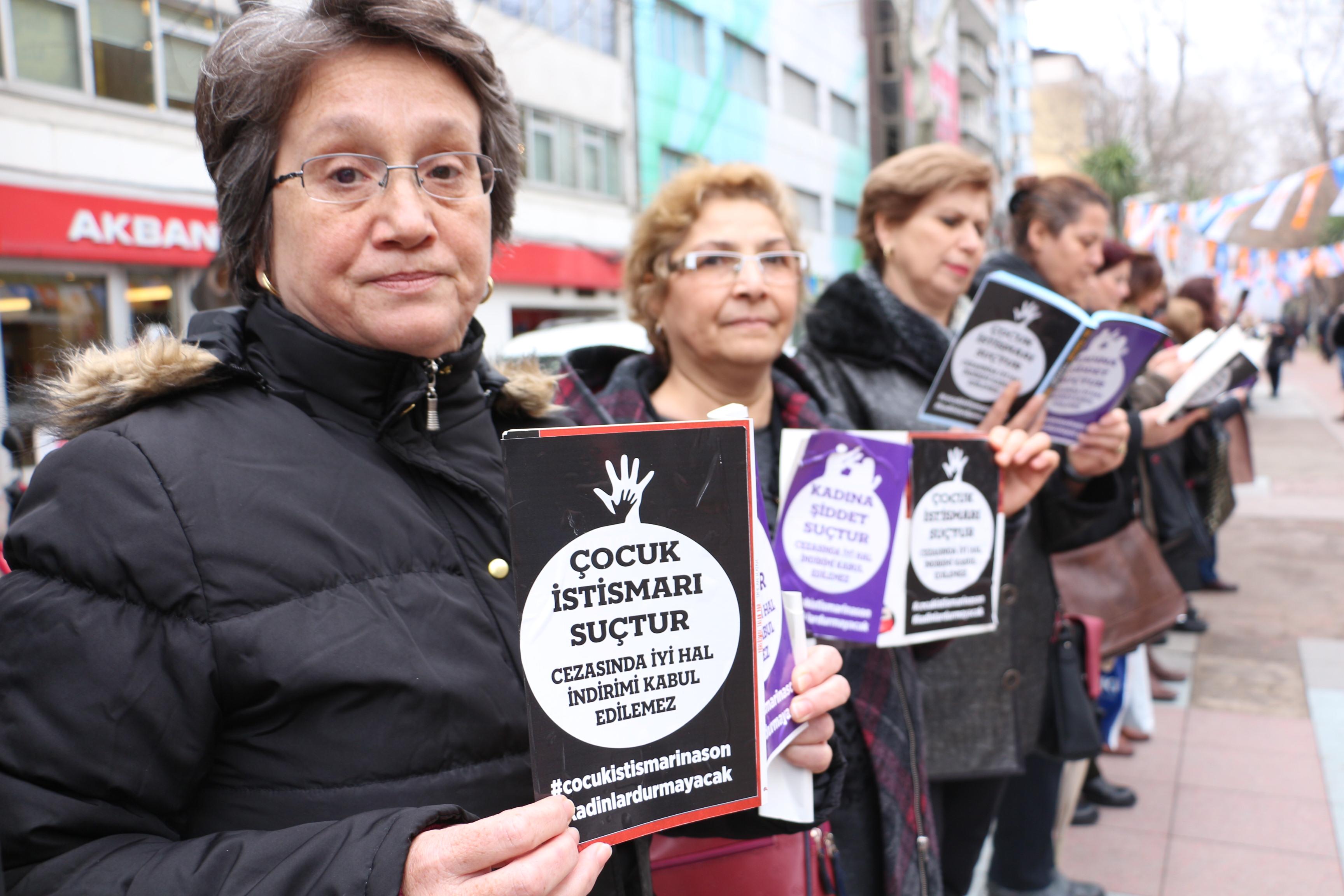CHP'li kadınlardan çocuk istismarına  karşı sessiz eylem