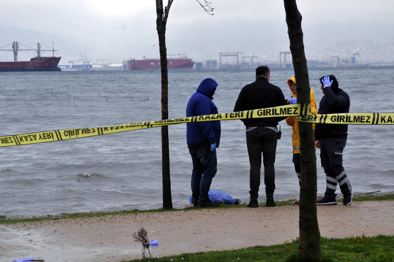 Deniz kenarında kadın cesedi bulundu