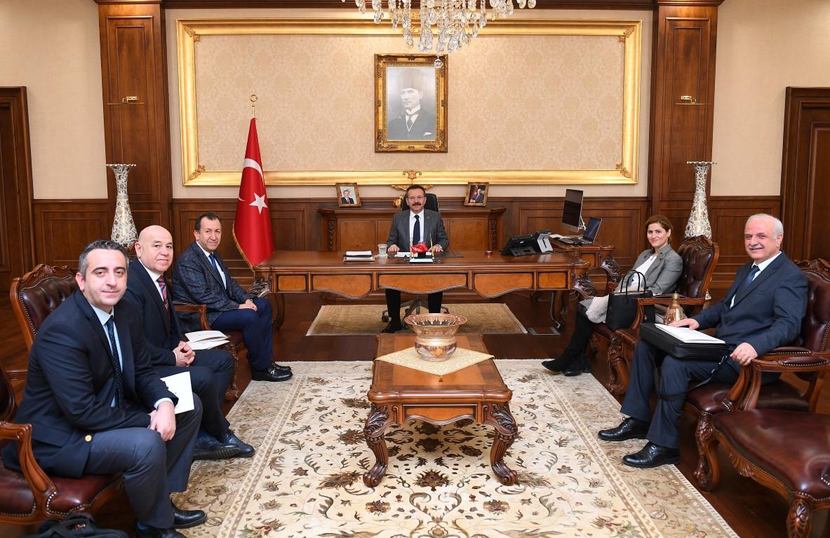 Araç Lojistikçileri Vali Aksoy'la görüştü