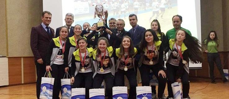 Bayan Futbol Takımına ödül yağdı