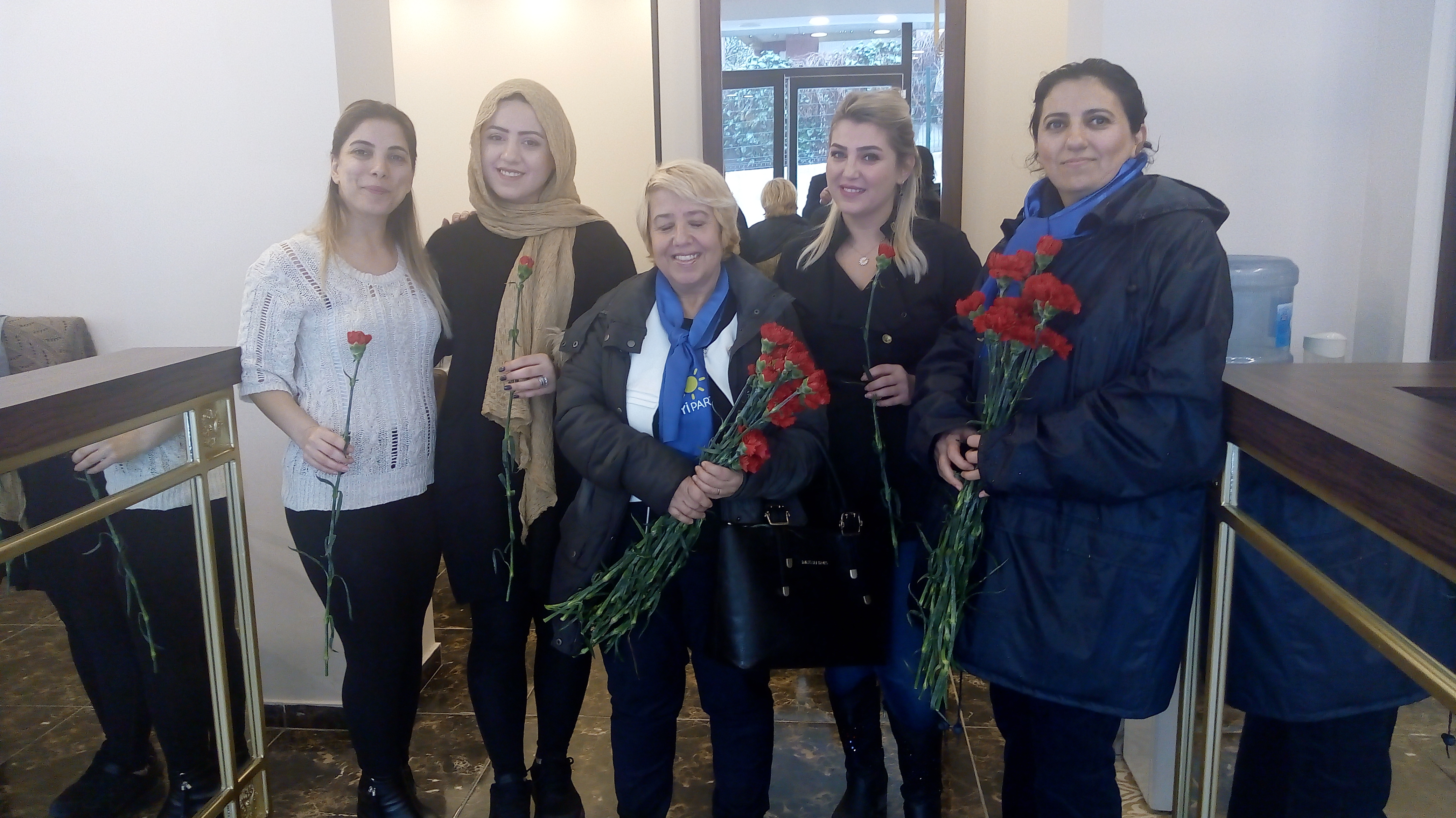 İYİ Partili kadınlar sahaya indi