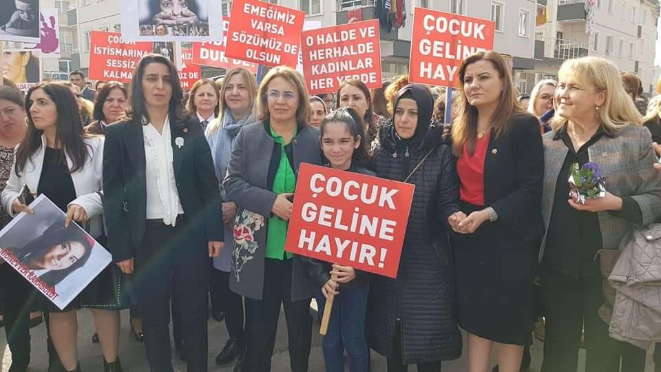 CHP'li kadınlar tacize, tecavüze karşı yürüdü