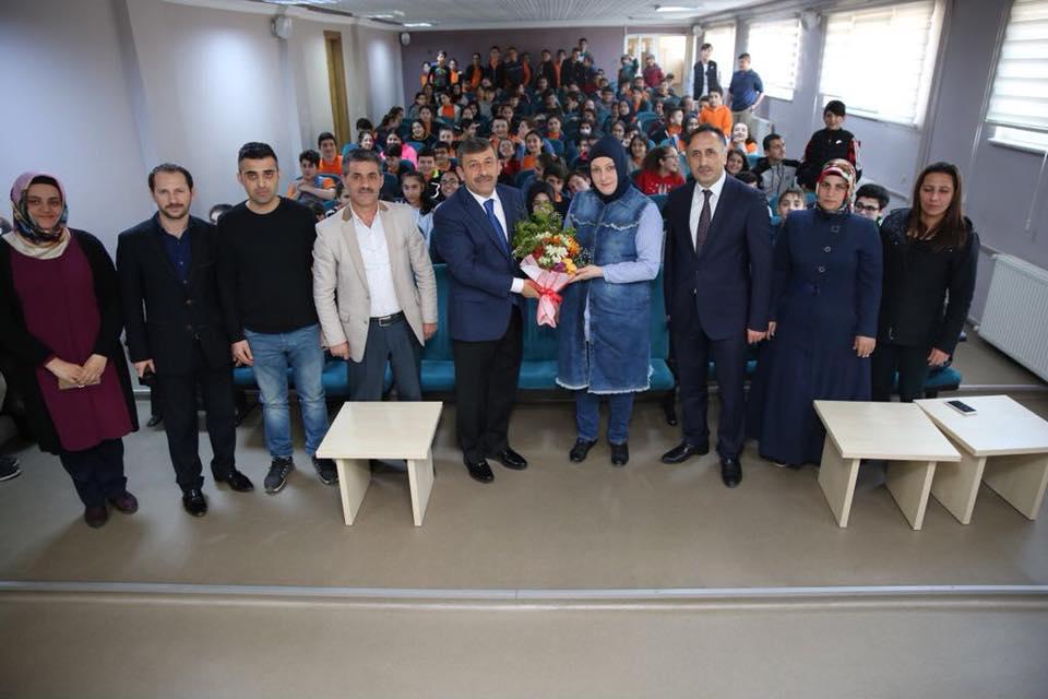Karabacak  öğrencilerle buluştu