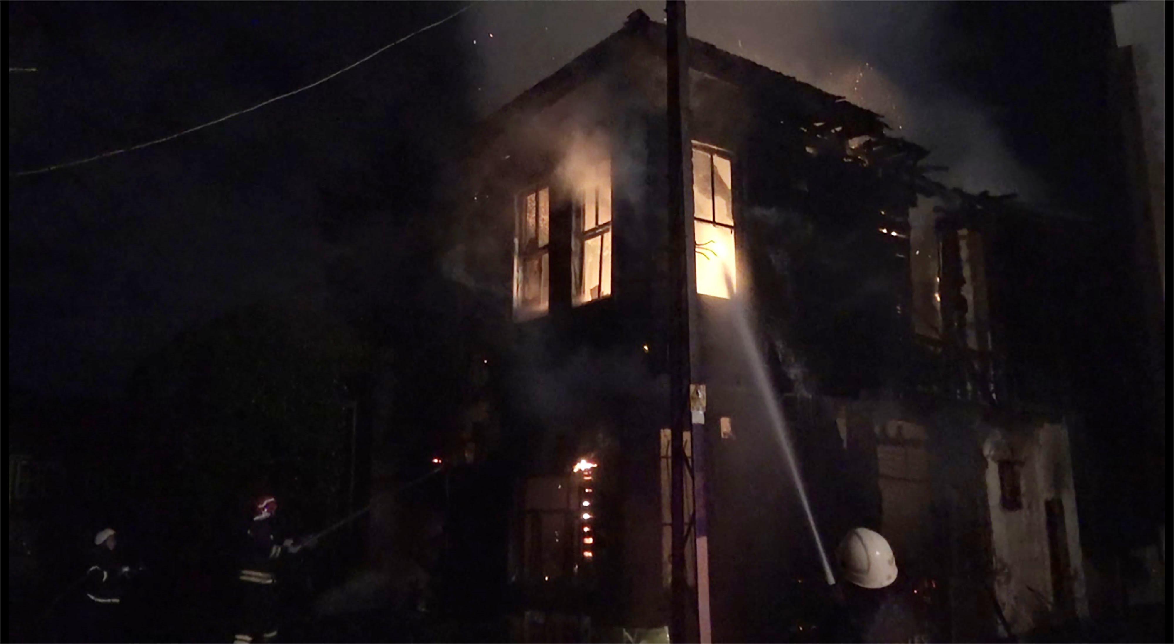 Darıca'da tarihi ahşap bina yandı