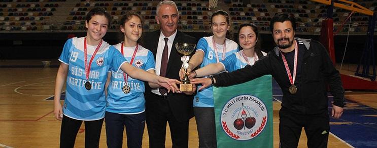 Yıldız Badminton'da kupalar sahiplerini buldu
