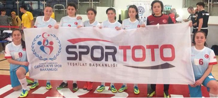 Futsalcı kızlar İsrail'de esiyor