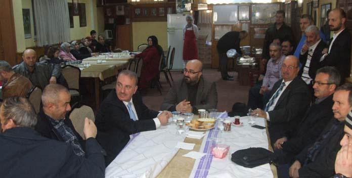 Protokol üyeleri ile huzur evi sakinleri kahvaltıda buluştu