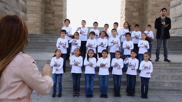 Öğrencilerden işaret diliyle Çanakkale Türküsü