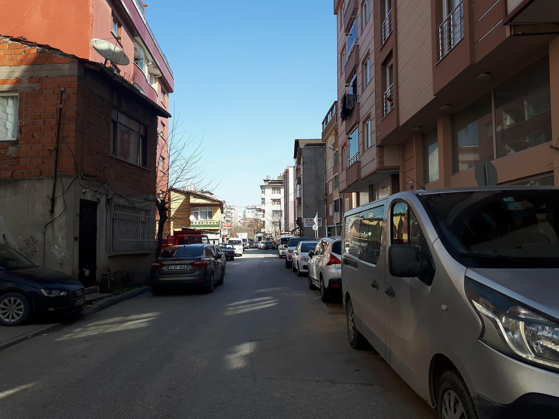 Sokak araları bile araç dolu