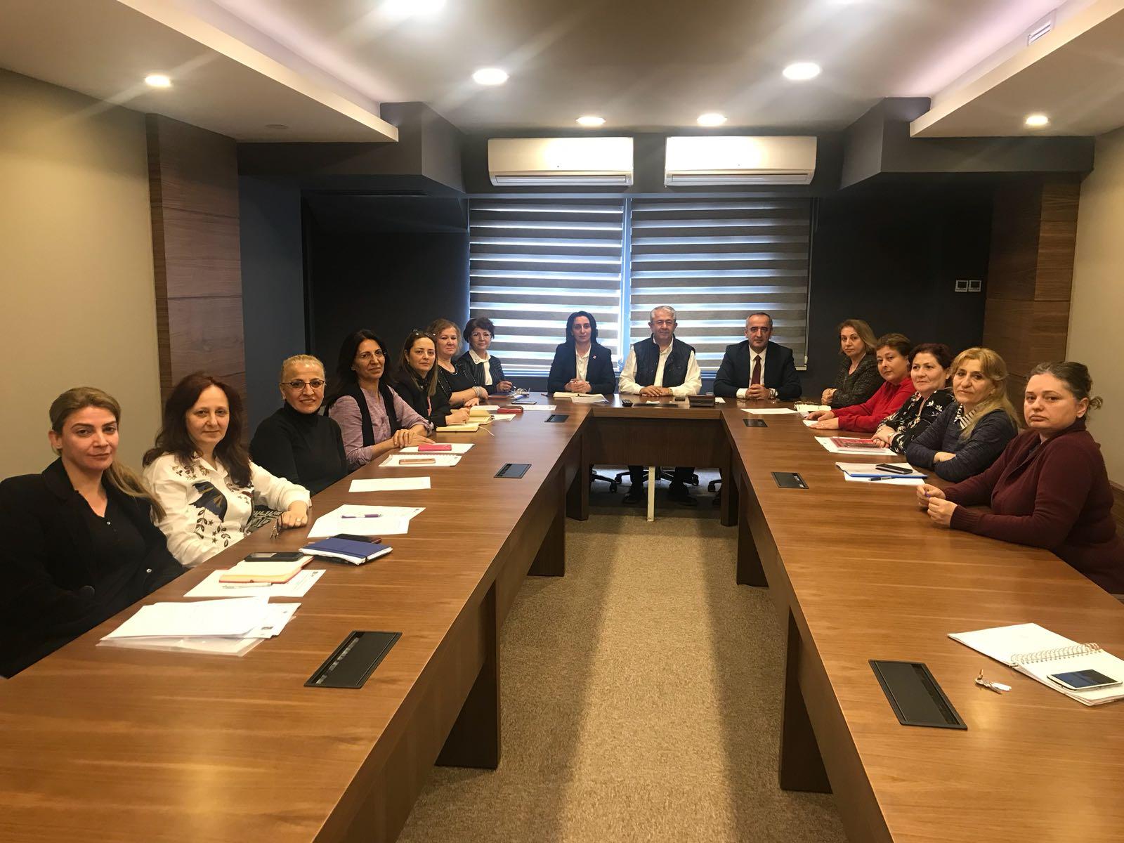 CHP'li kadınlar sahaya iniyor
