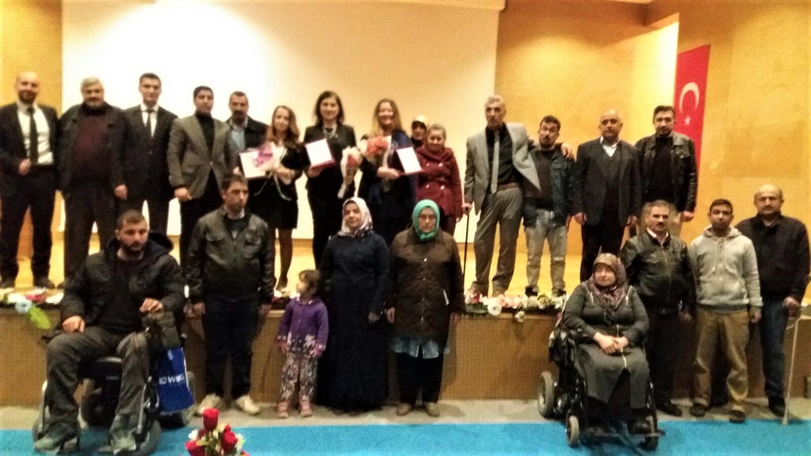 Engelli ailelerine engelli haklarını anlattı