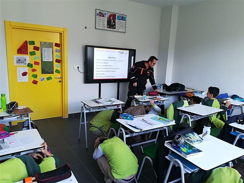 Öğrencilere afet eğitimi
