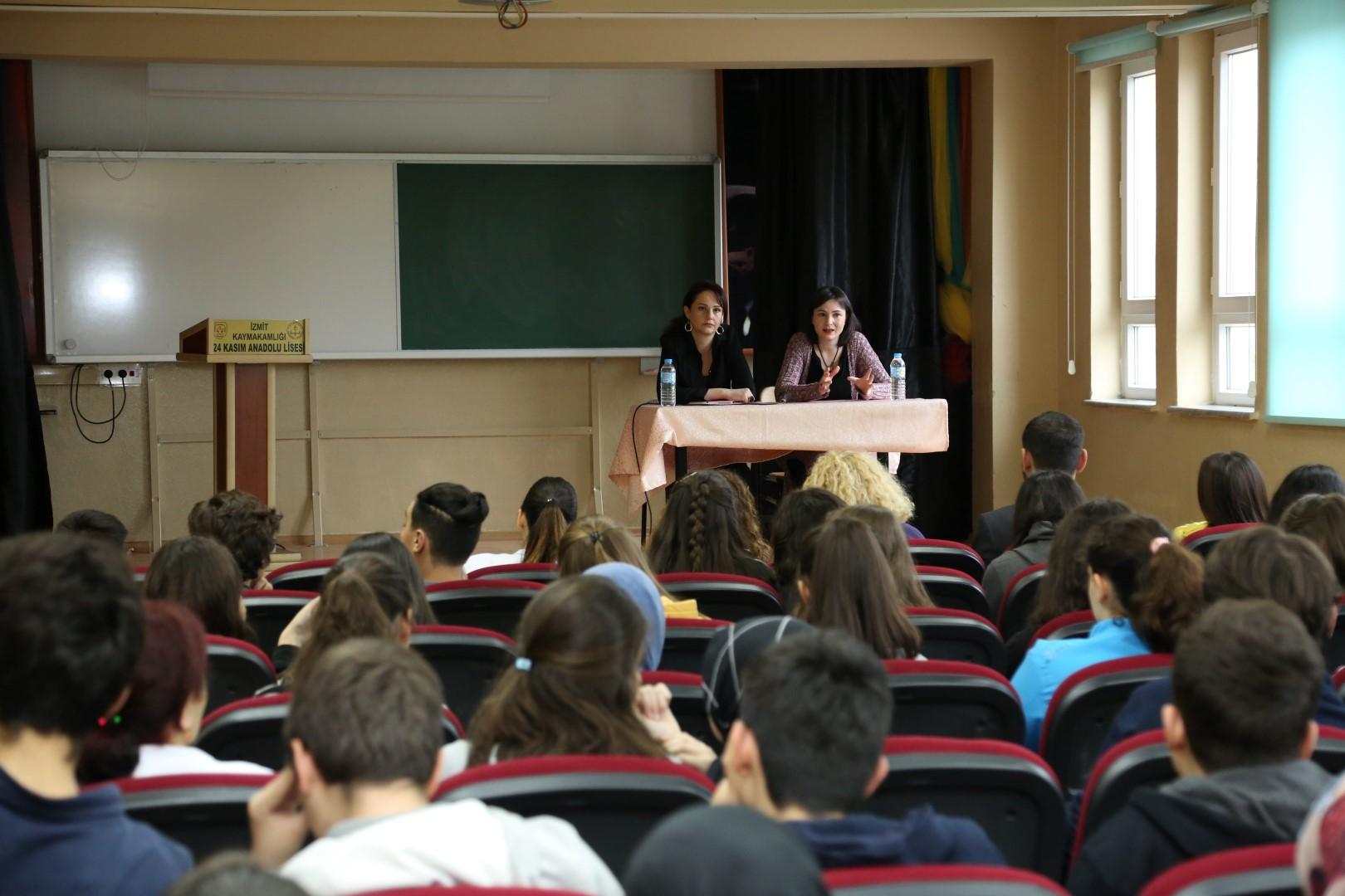 Öğrencilerle tecrübelerini paylaştı