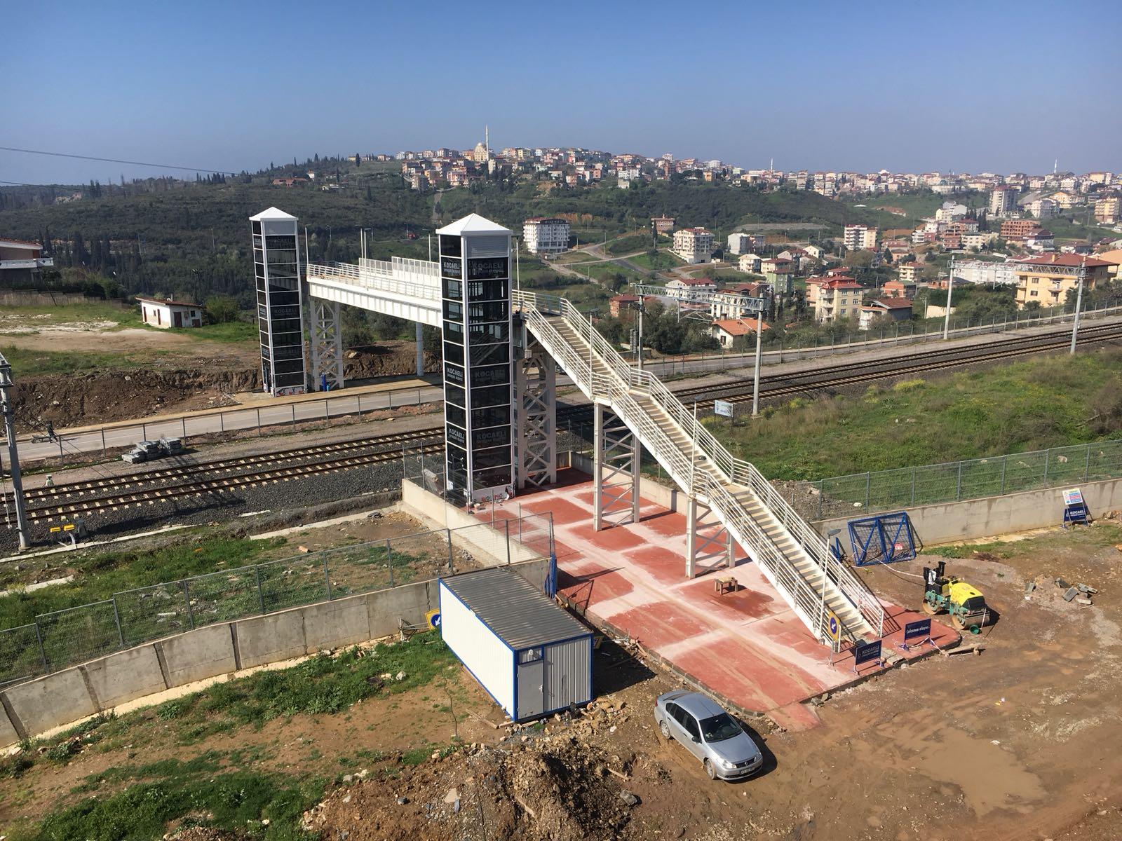 Gebze demiryolu yaya köprüsü tamamlanıyor