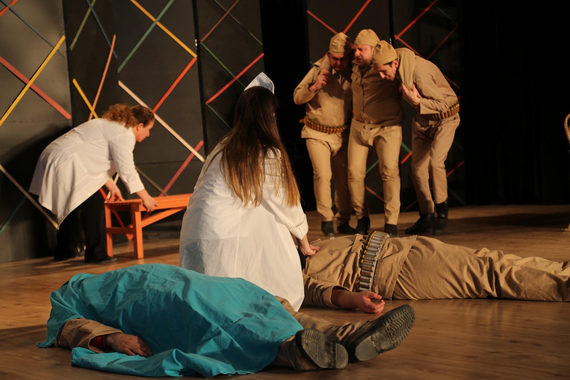 Kursiyerler tiyatro oyunu sahneledi