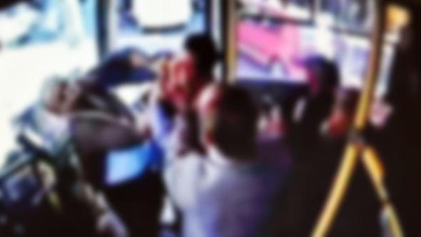 İstanbul'da halk otobüsünde dehşet! Yolcu şoföre silah çekti, otobüs kontrolden çıktı