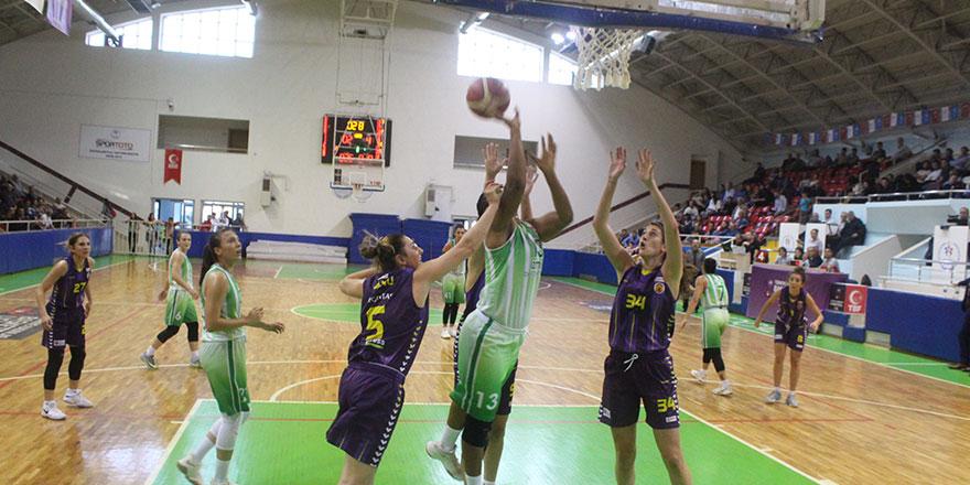 Periler maçı ikinci yarıda kazandı: 60-77